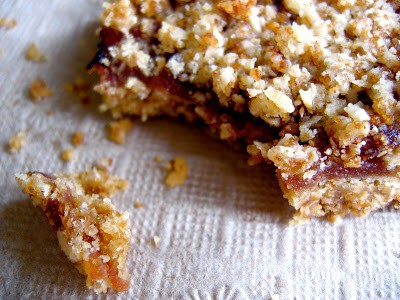 fruit crumble square on a napkin