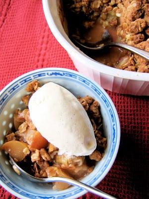 bowl of apple crisp
