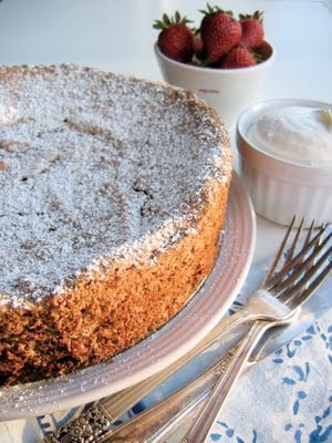torte with powder