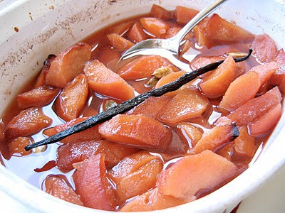 a dish with apples and quince