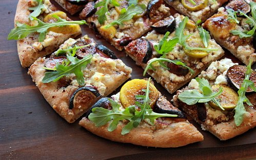 fresh fig flatbread pizza sliced