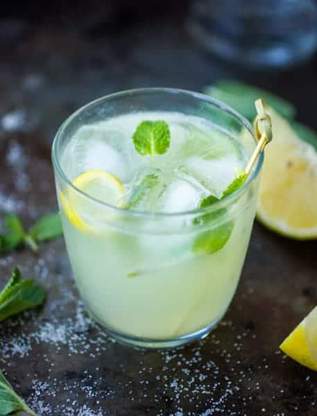 glass of bergamot mojito
