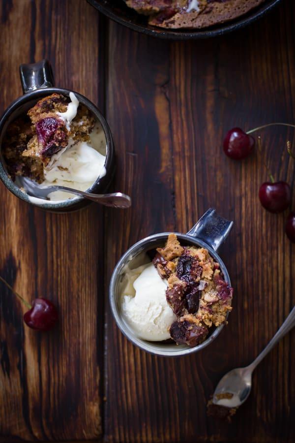Chocolate Cherry Skillet Blondie + Vanilla Bourbon Frozen Yogurt {Gluten-Free} in mugs