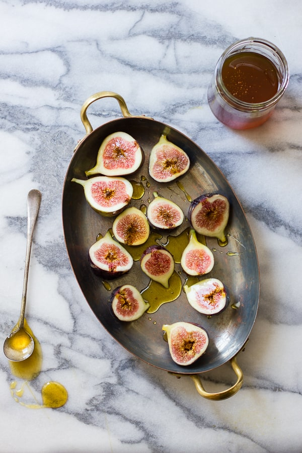 figs in a big pan
