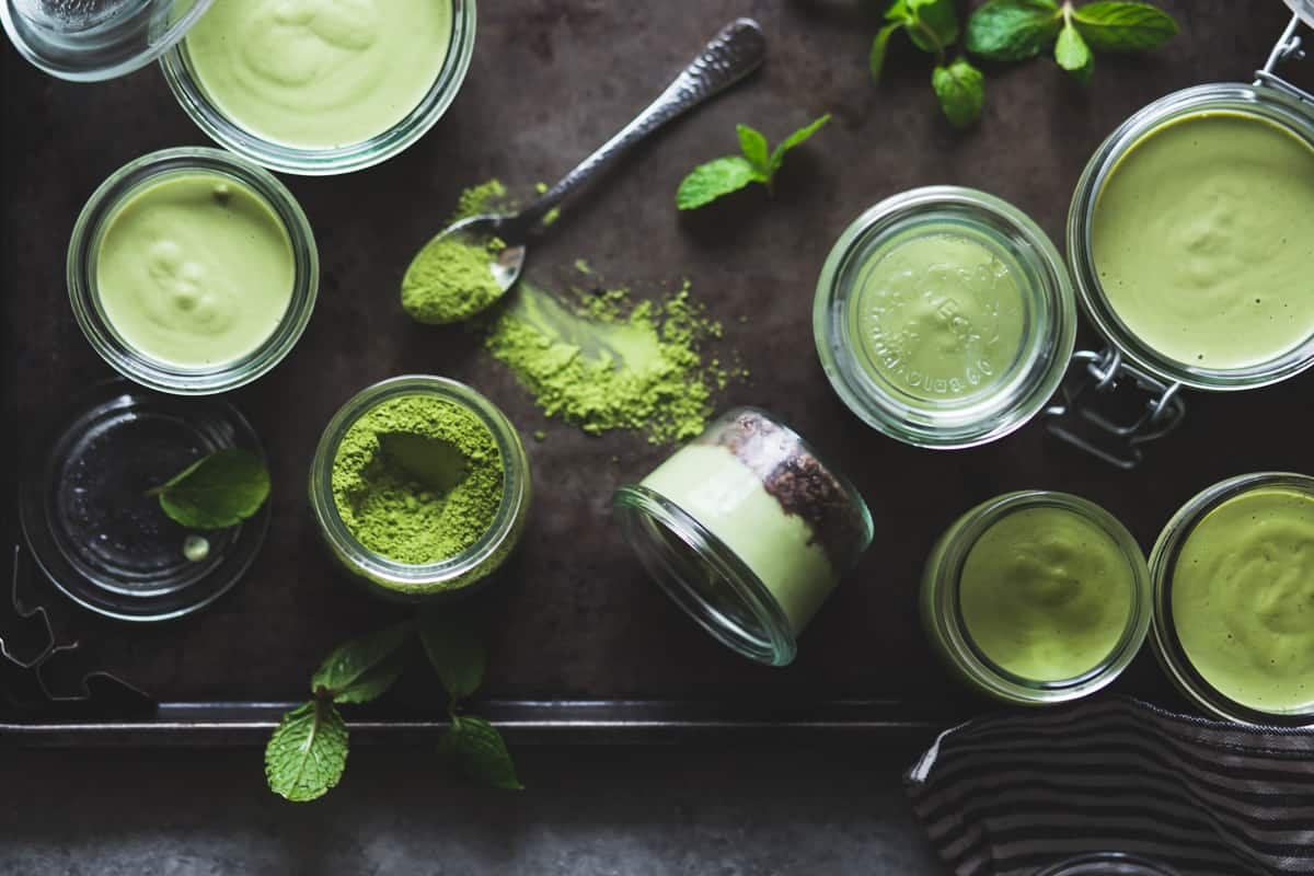 no-bake matcha mint grasshopper pies in jars {gluten-free, vegan}