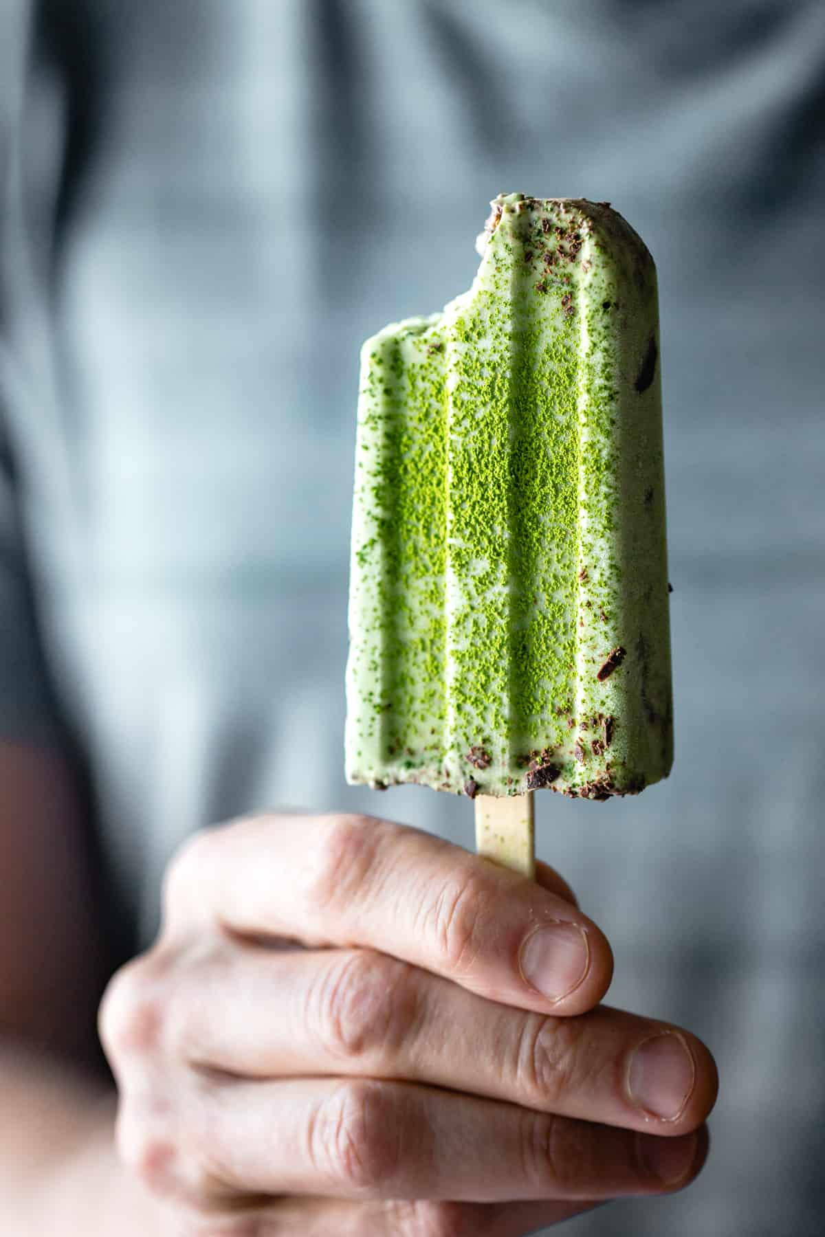 Matcha Mint Chip Popsicles {vegan}