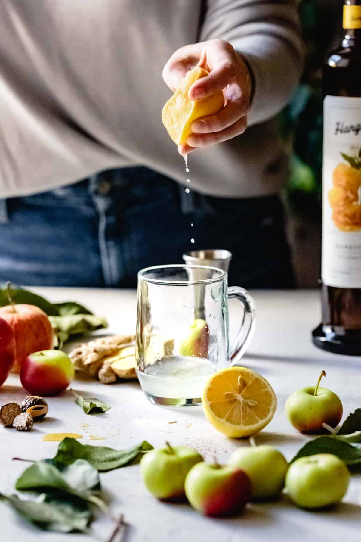 adding lemon to apple cider hot toddy with vodka