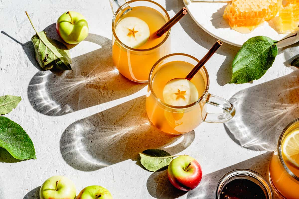 warm alcoholic drinks with apple cider